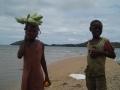 enfants le bord de la plage